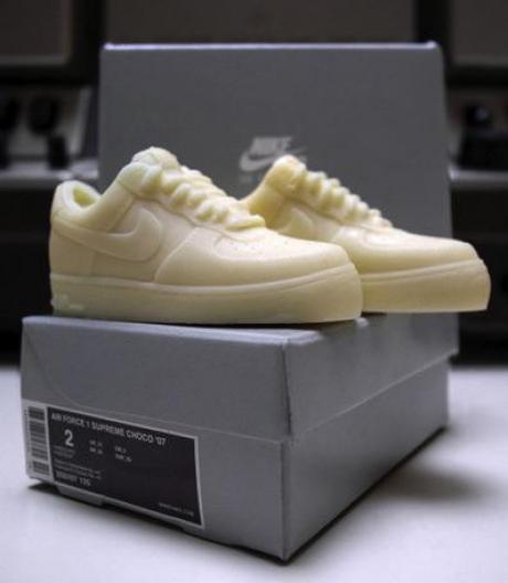 des-chaussures-de-sport-en-chocolat-blanc_6565_w460