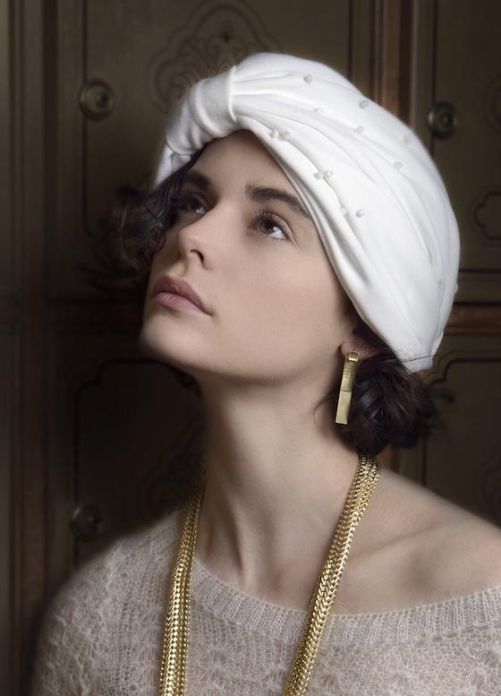 Les cerises de Mars - Turban blanc perles & Sautoir Iris & Manchette Lila & BO Lila & Bague Lila & bague Louise - Doré 2 copie